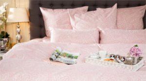 couvre lit romantique rose et blanc