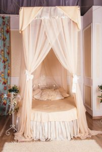 d coration id es pour une chambre romantique soir e en amoureux saint valentin. Black Bedroom Furniture Sets. Home Design Ideas